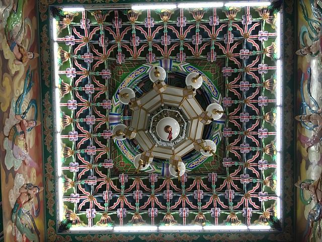 本堂の立派な天井