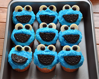 Sally makes her own cookie monster cupcakes