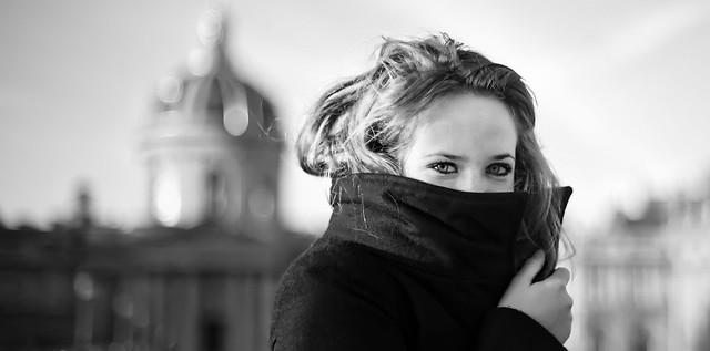 Young girl on a bridge in Paris por Trey Ratcliff
