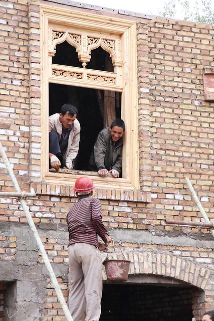 カシュガル旧市街、再建工事の人々