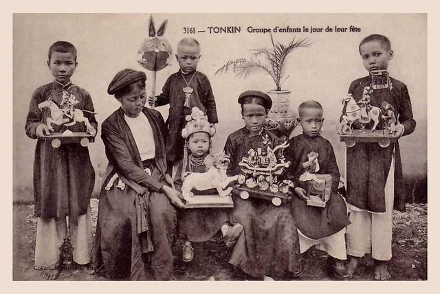 Tonkin - Groupe d'enfants le jour de leur fête