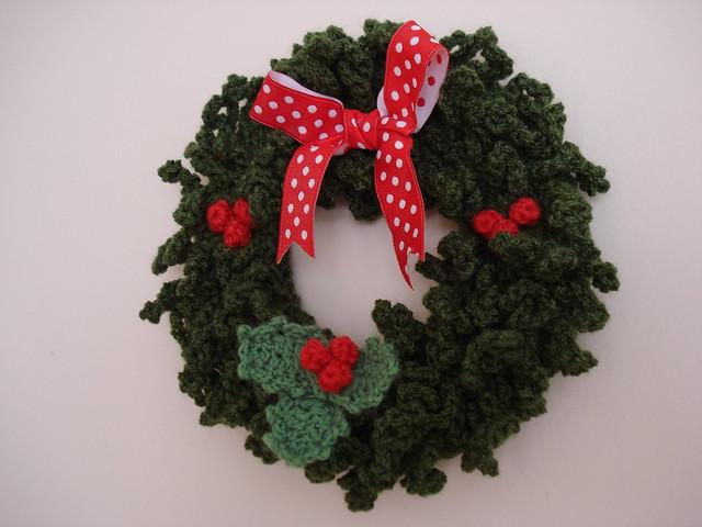 Crochet Pattern For Xmas Wreath : Crochet Christmas Wreath Flickr - Photo Sharing!