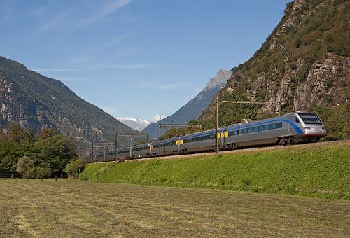 railroad alps switzerland ticino railway trains svizzera bahn alpi mau ferrovia treni gotthard pendolino gottardo etr470 nikond90 elettrotreno ec18