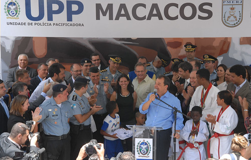 Governor Sergio Cabral opens the UPP in the Comunidade do Morro dos Macacos