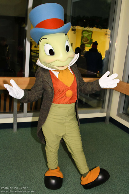 WDW Dec 2010 - Meeting Jiminy Cricket