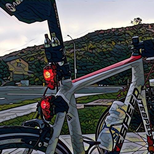 Lights still blinking at the end of Dawn Patrol 🚴 I've found it. Dawn. . . . #velonutz #dawnpatrol #sandiego #spring #bike #litespeed @litespeed bike @speedsleev @ridevelocomp @prisma