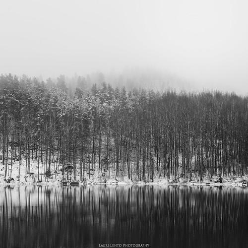 vaajakoski lumi vaajavirta vappu nikon d610 tamron 2470mm f28 blackandwhite bw nature landscape mist fog reflections water forest trees mountain jyväskylä suomi finland spring photography