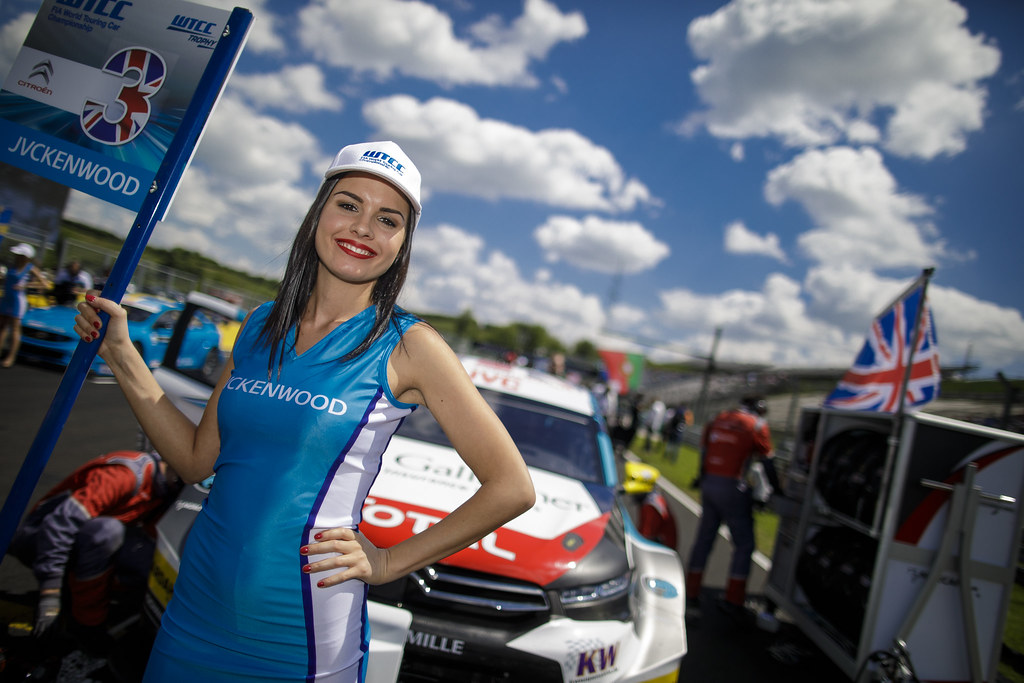 girl ambiance  grille de depart starting grid   during the 2017 FIA WTCC World Touring Car Race of Hungary at hungaroring, Budapest from may 12 to 14 - Photo Frederic Le Floc'h / DPPI