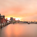 Die Altonaer Fischauktionshalle in Hamburg im Sonnenaufgang