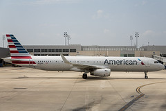 American Airlines Airbus A321-231 N124AA