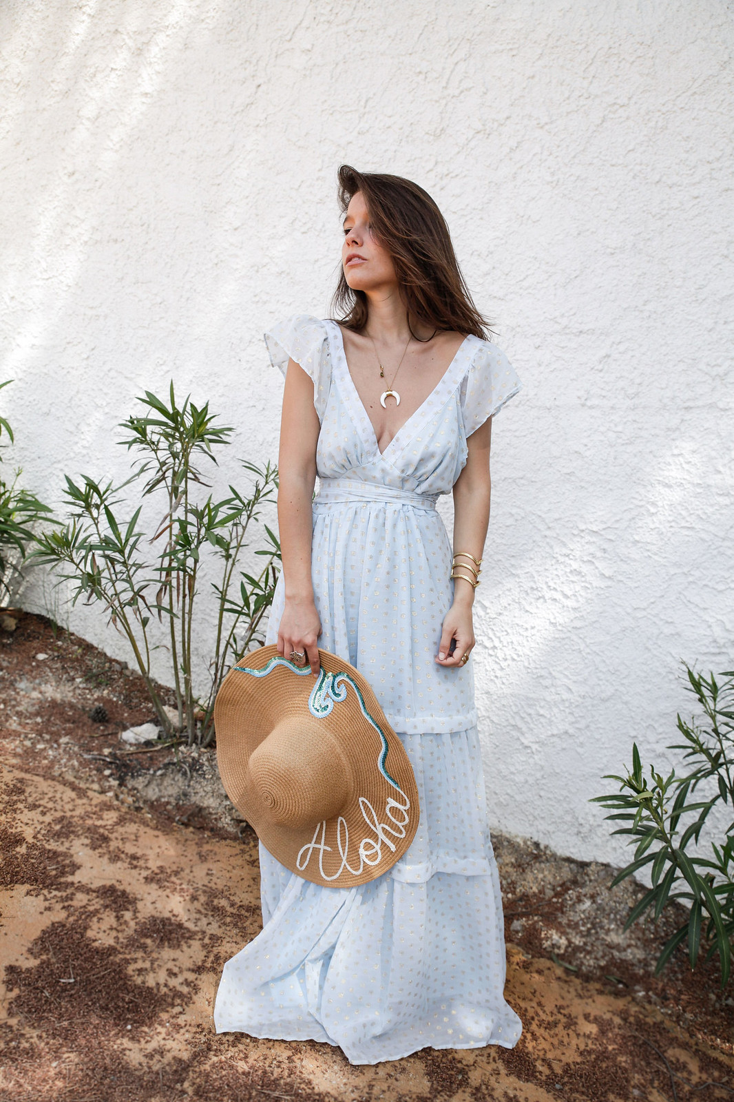 04_golden_dots_lunares_dorados_vestido_azul_boho_deby_debo_long_dress_theguestgirl_influencer_barcelona_style_content_creator_fashion_spain