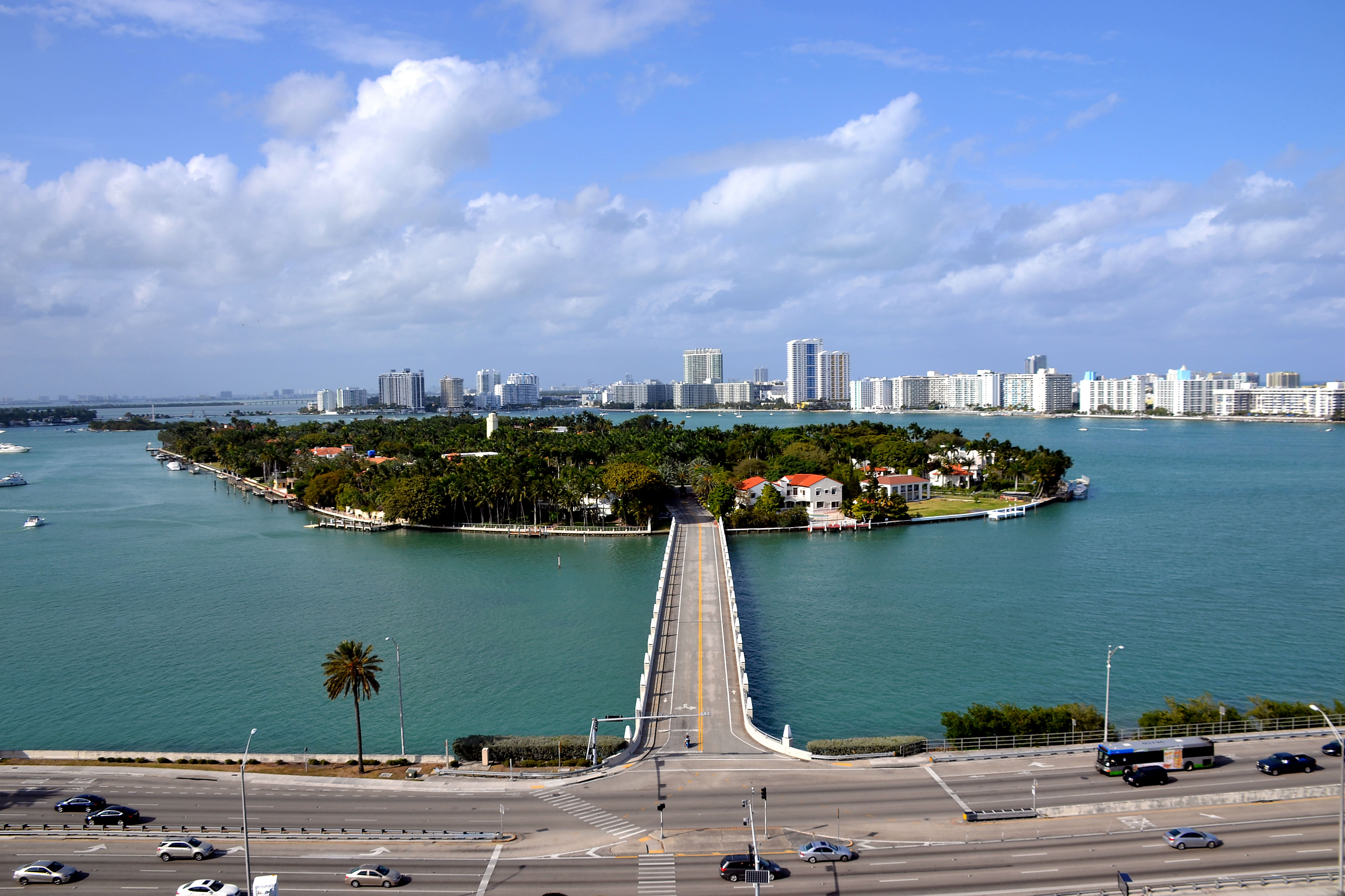 achat à Miami; beautiful view of Star Island Miami entrance