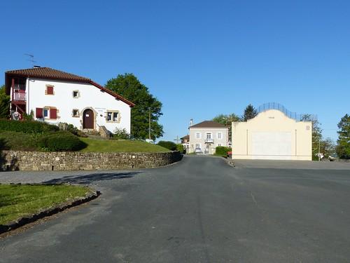 Masparraute ou Martxueta, Pyrénées-Atlantiques: mairie et fronton