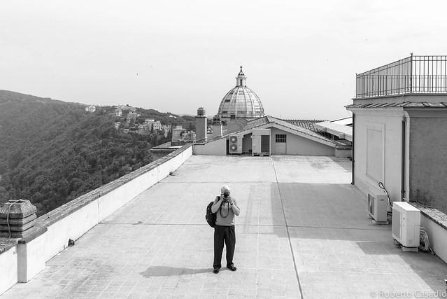 Man on the roof, Nikon D600, AF-S Nikkor 18-35mm f/3.5-4.5G ED