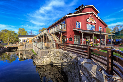 markham ontario canada ca 123 365 365project project365 redditphotoproject picoftheday unionville gta toronto unionvillemainstreet exploreontario explorecanada awesomeearthpix landscapelovers landscapes beautifuldestinations awesomeglobe fantasticearth canonphotographer earthpix pond reflection tourism mill leadinglines red