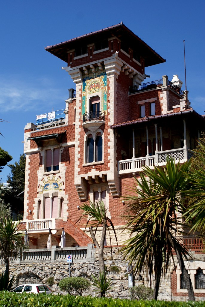 Autre exemple de construction de style art nouveau sur le Corso Italia à Gênes.