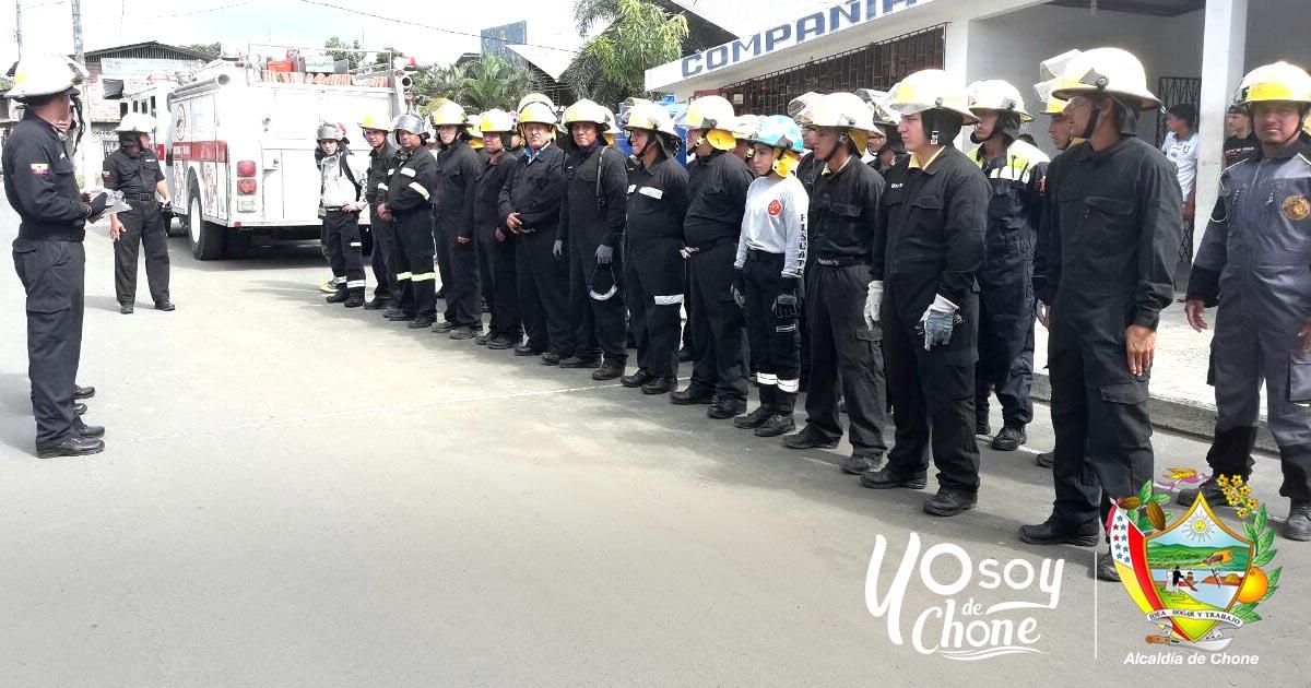 Bomberos de Chone actualizaron conocimientos en prácticas de rescate vehicular