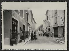 Rue du Reclus avec la chapellerie Maison Auvergne à Châtillon-en-Diois