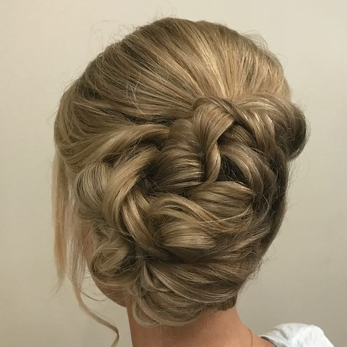 This beauty😍 by Samantha @smarie1206 #Updo #Bride #bridalparty