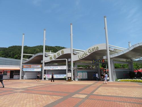 釜山慶南競馬場の入場門