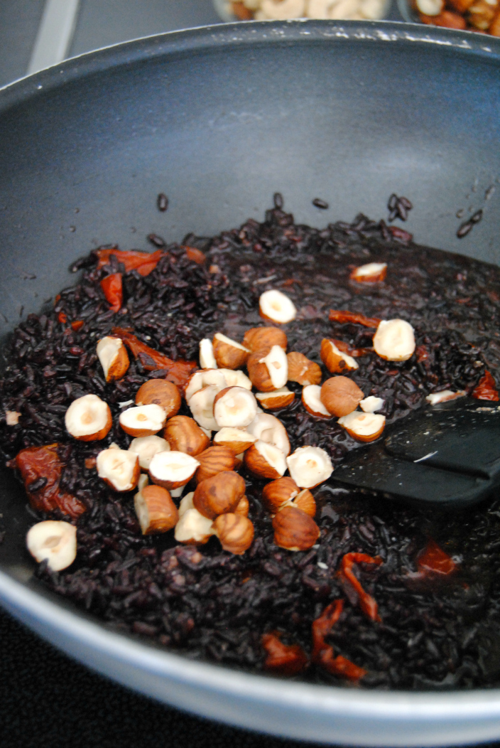 Black Risotto with hazelnuts and dried tomato (004b)