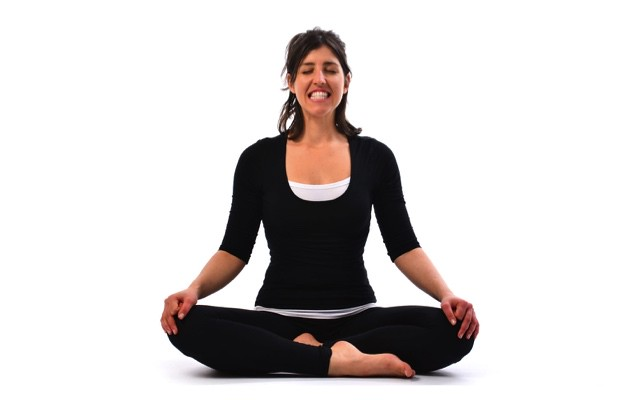 शीतकारी प्राणायाम करने का तरीका और फायदे – Sheetkari Pranayama (Hissing Breath) steps and benefits in Hindi