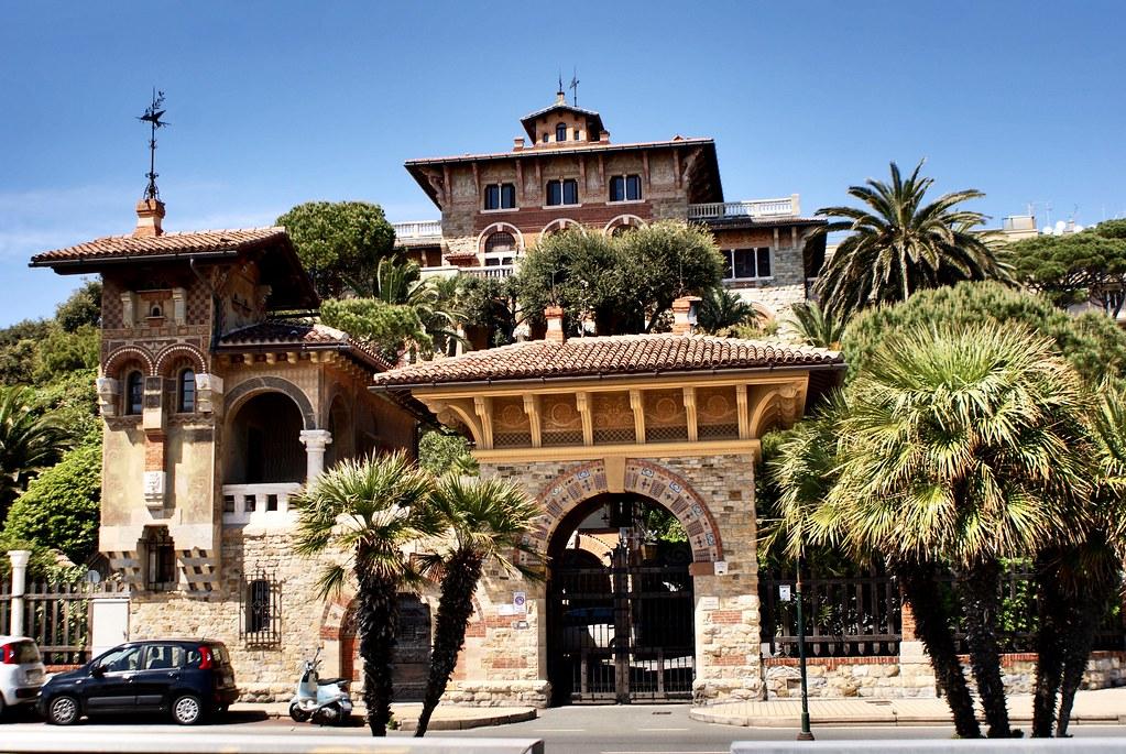 Superbe résidence art nouveau en direction du quartier de Boccadasse à Gênes.
