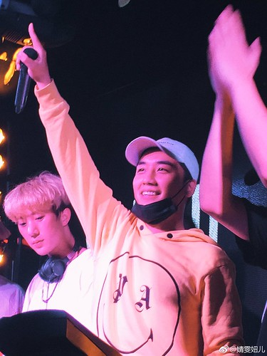 Seungri supporting his NHR DJ Crew in Xiamen China 2017-05-0910 (4)