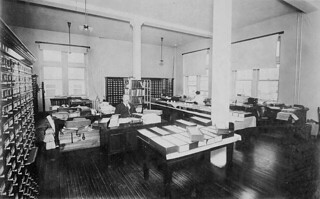 An office in the Dominion Archives of Canada, Sussex Street, Ottawa, Ontario / Un bureau des Archives fédérales du Canada, rue Sussex, Ottawa (Ontario)