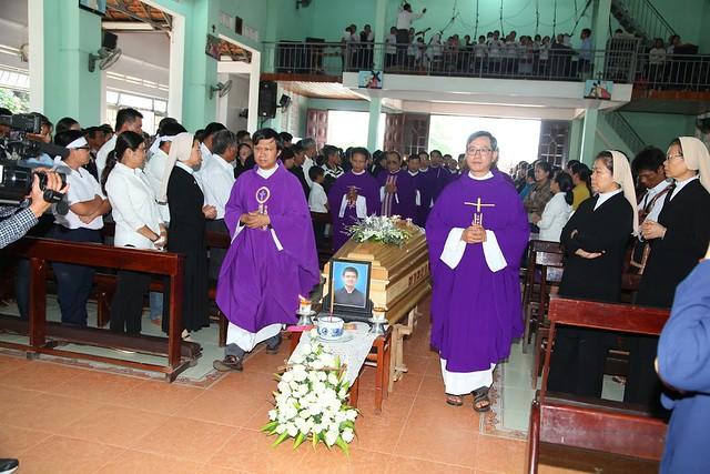 Thánh Lễ An Táng Thầy PHÊRÔ PHẠM KIM NGỌC HIỆP Tại Gx Phương Quý, Gp Kon Tum