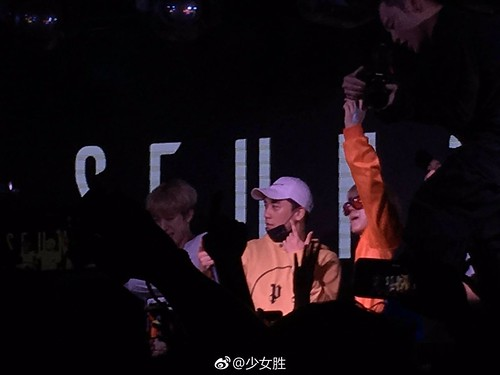 Seungri supporting his NHR DJ Crew in Xiamen China 2017-05-0910 (17)