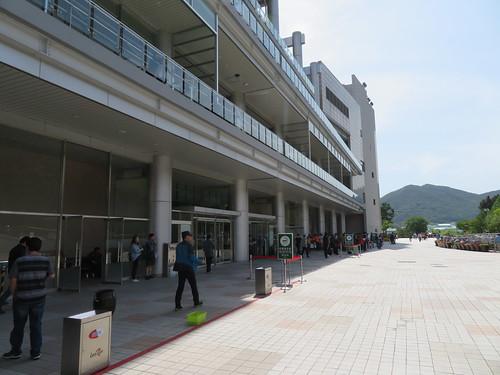釜山慶南競馬場のスタンド裏手の喫煙所