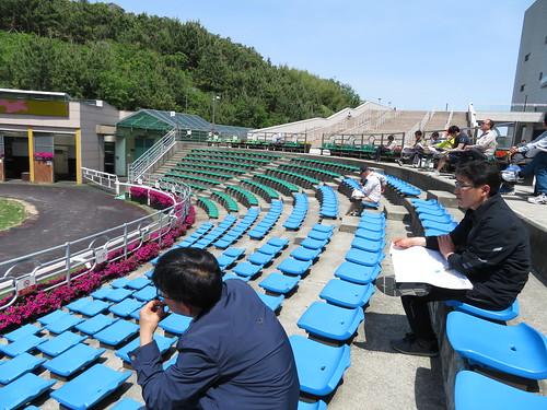 釜山慶南競馬場のパドックの座席の様子