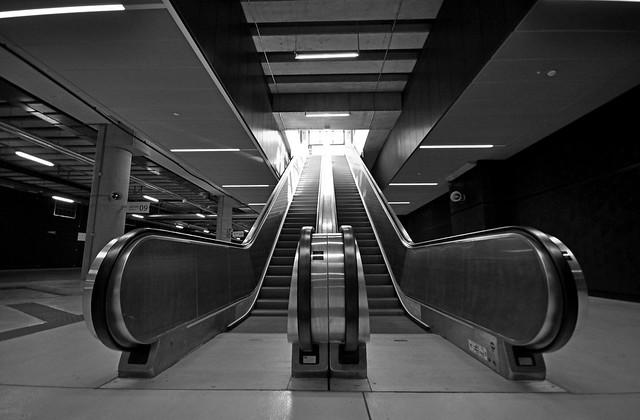 escalator, Nikon D90, Sigma 10-20mm F4-5.6 EX DC HSM