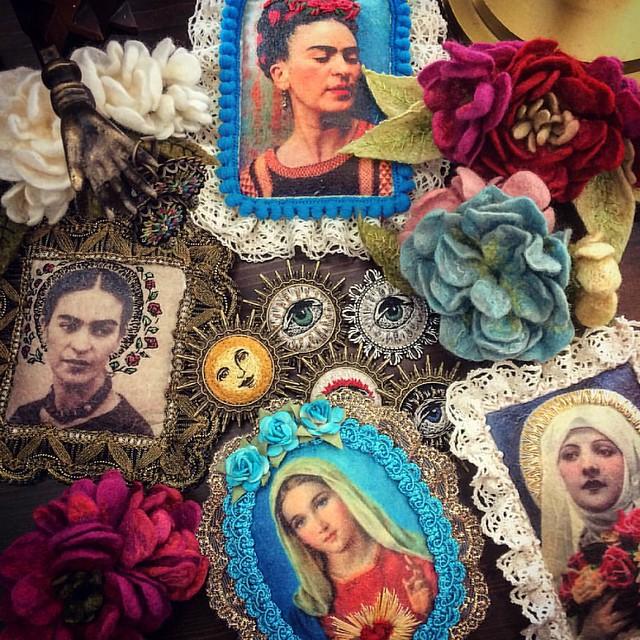 Almost ready for this weekend #embroidery #bordado #broderie #brooch #earrings #ornament #fridakahlo #virginmary #hairpiece #flowersinherhair #handmade #meetthemakers #welcometomyworld