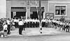 Empfang der Feuerwehrleute aus Schmölln vor der Feuerwehrremise mit Blaskapelle und Pionierabteilung