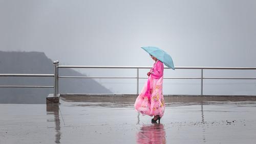 rose portrait people flickrcomsebmar dprk reportage modele guide couleurschaudes action streetphoto contraste posermodele citystreetlife northkorea ©sébmar instagramsebas personne