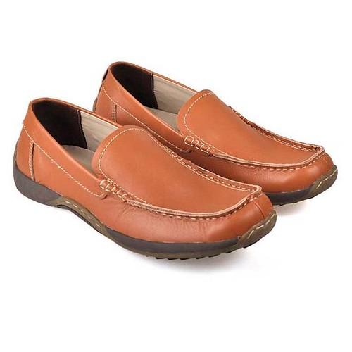 Tampil Trendy dengan produk Fashion CBR 6 asal bandung, nyaman digunakan, bahan awet, kualitas dan desain original, tampil beda dan percaya diri.  Sepatu Formal / Loafers Pria - HMC 504 Warna :  Coklat Bahan :  Kulit Ukuran :  38 ~ 43  IDR : 341.250  Mina