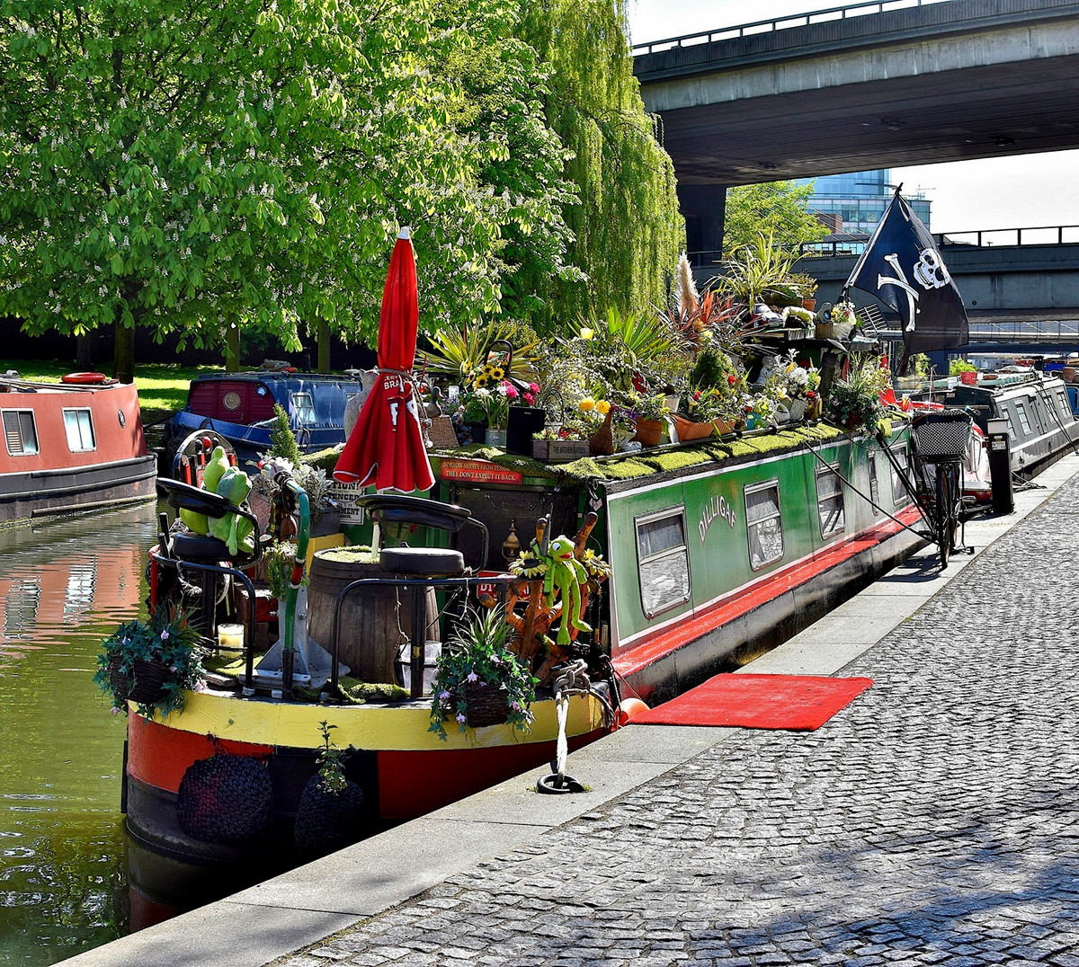 Narrowboats at the Paddington branch of the Grand Union Canal