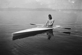 Svein i kajakk på Trondheimsfjorden (1926)