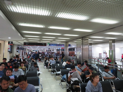 釜山慶南競馬場のスタンド3階のベンチ