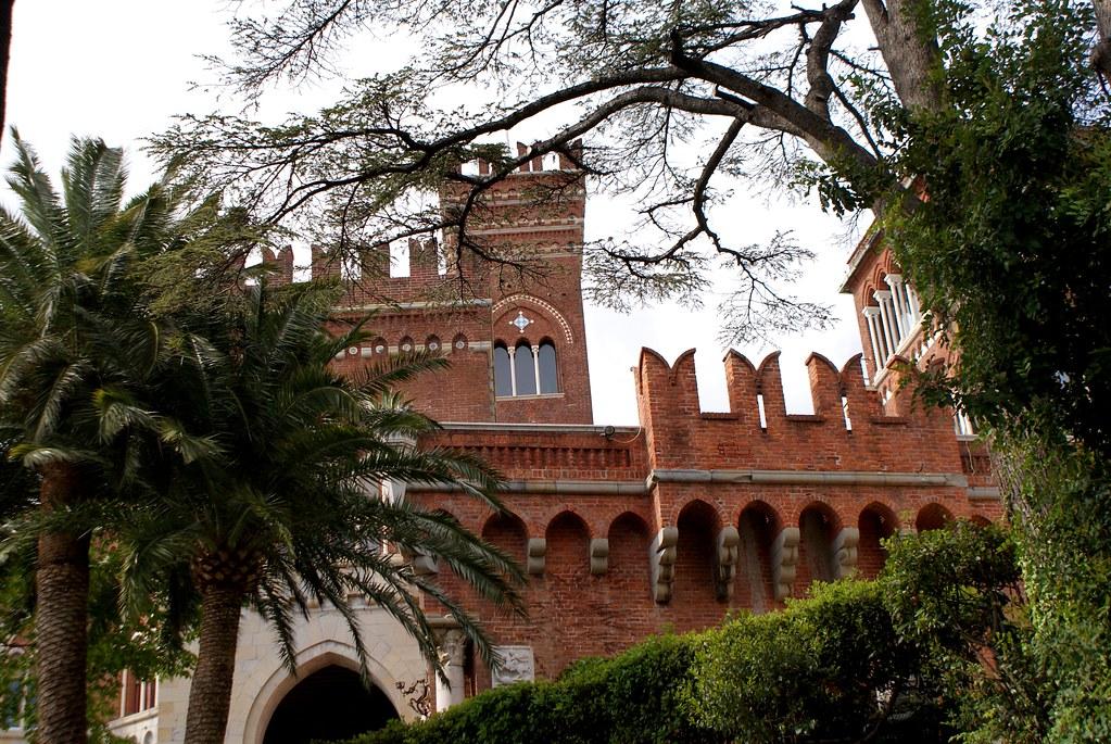 Casa d'Albertis à Gênes, vue sur le chateau entre les palmiers.