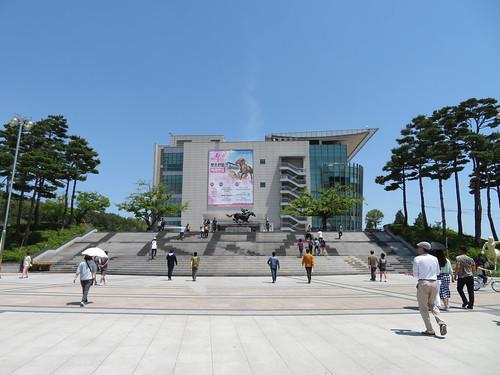 釜山慶南競馬場のスタンドまで歩く様子