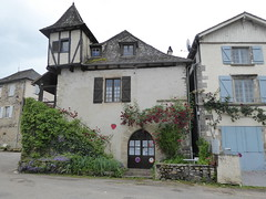 Side view of the Youth Hostel showing the dovecote tower - Photo of Cornac