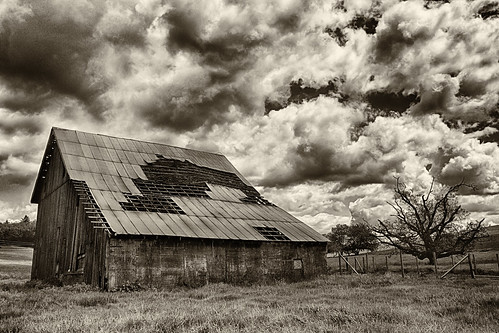 ian sane images oldbones barn old vintage decay clouds monochrome bare tree sublimity oregon rural marion county architecture landscape agriculture photography canon eos 5d mark ii two camera ef1740mm f4l usm lens
