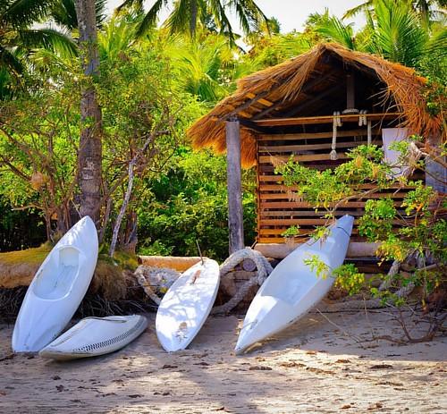 Camping na praia de Ponta do Mangue em Alagoas. #curtindoumapraia #curtindo #alagoas #beach #beautifuldestinations #beachday #kaiak  #brazilianbeaches #beachlife #nordeste #praiasdonordeste #maragogi praiasdealagoas #praiasbrasileiras #turismo #turismoint