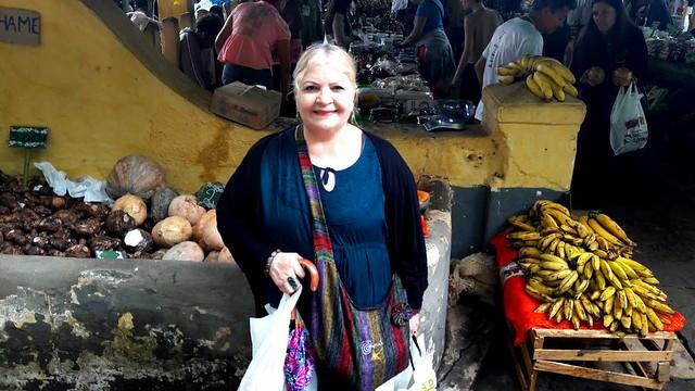 Visitantes deixam a 2ª Feira Nacional da Reforma Agrária com sacolas cheias