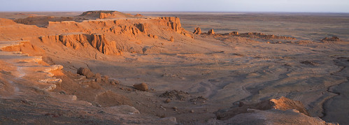 mongolia flaming cliffs bayanzag gobi desert rocks sand red sunrise panorama stunning fotocompetition fotocompetitionbronze