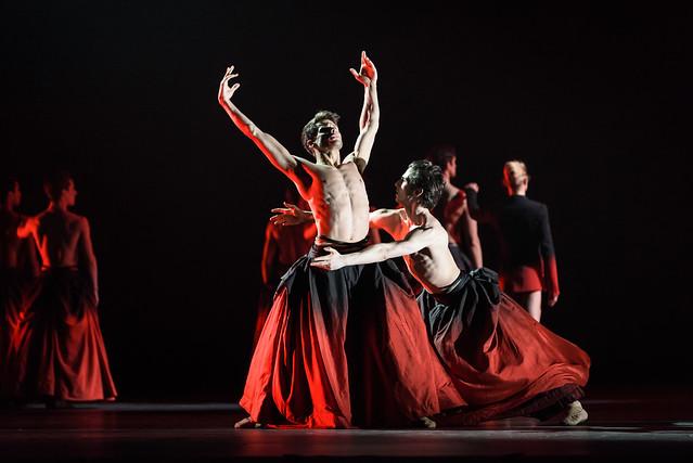 Nicol Edmonds & Tristan Dyer in Symphonic Dances © 2017 ROH. Photograph by Bill Cooper