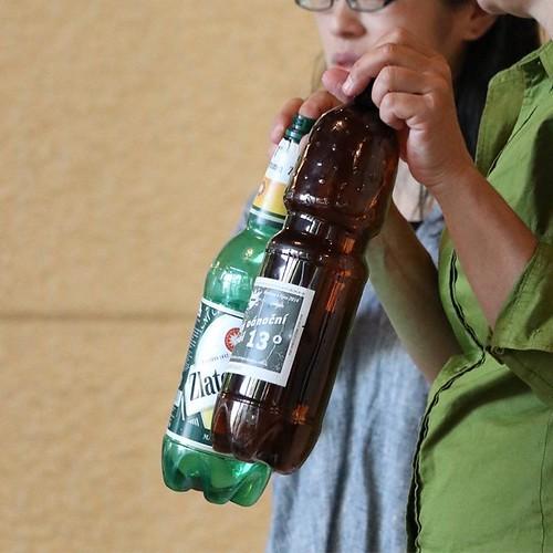 これ、チェコで見た!ペットボトルに入ってるビール。